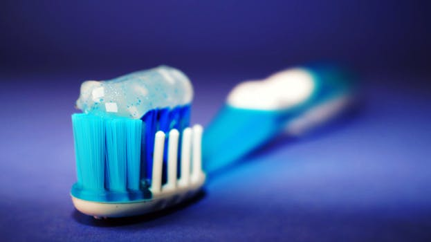 27 Unexpected Uses Of Toothpaste